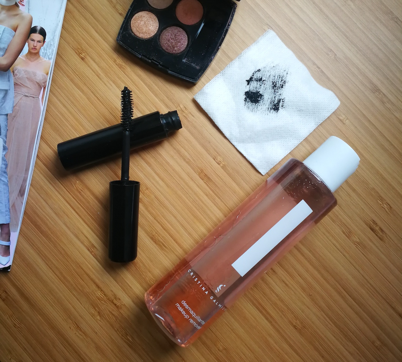 Descubre el Desmaquillante de ojos definitivo para amantes del make-up non stop.